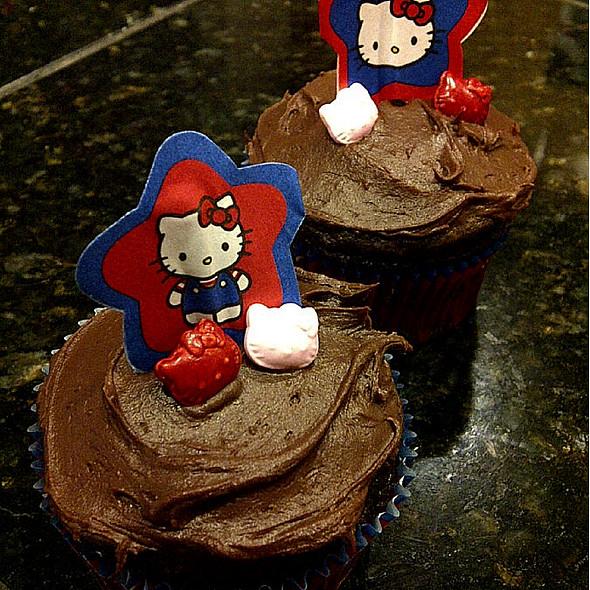 Hello Kitty Cupcakes @ (a)(u)(d)'(s)