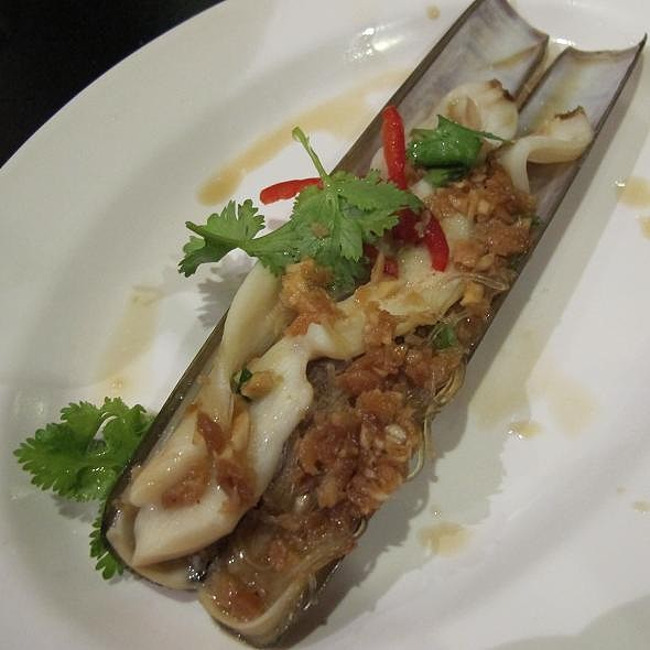 Bamboo Clams with minced Garlic @ JUMBO SEAFOOD Riverside Point