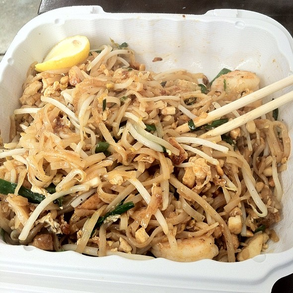 shrimp pad thai @ Buddhanusorn Thai Temple