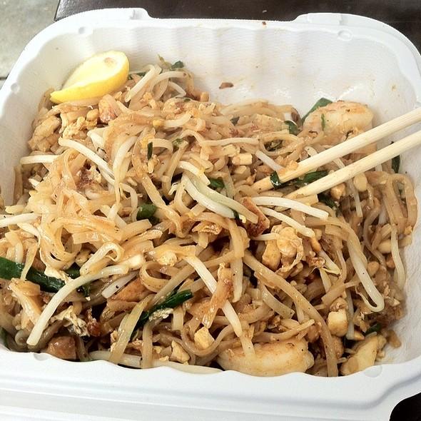 shrimp pad thai @ Buddhanusorn Thai Temple