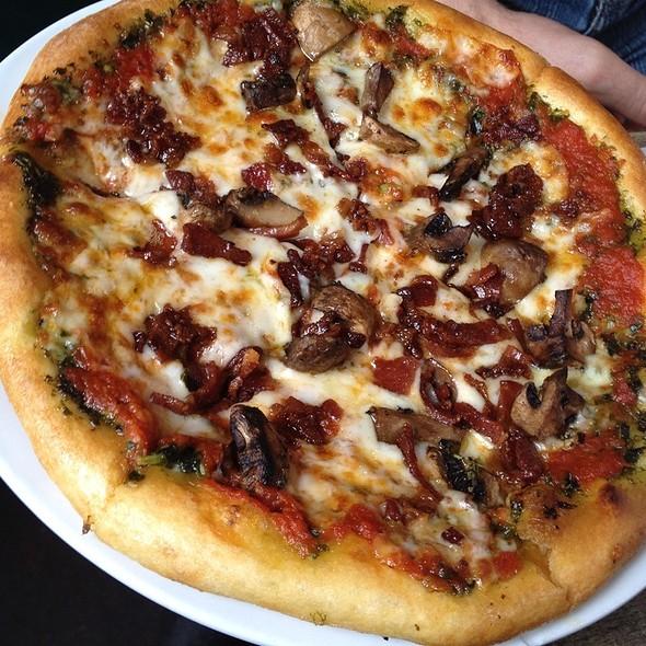 Genova Pizza - Napa General Store, Napa, CA