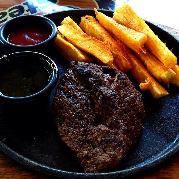 Punta De Palomilla Angus Al Bbq Con Yuca Frita @ Los Carbones Steakhouse
