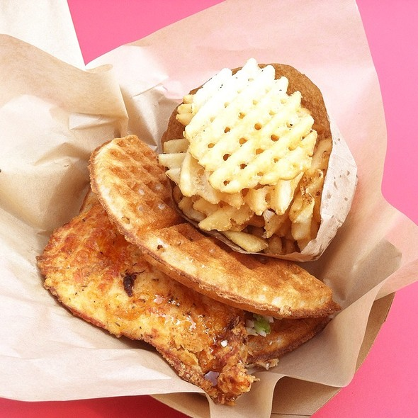 Buttermilk Fried Chicken & Waffle @ Bruxie