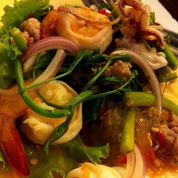 Spicy Seafood Salad (Thai Style) @ เหล่ากุ้ย บะหมี่อัศวิน
