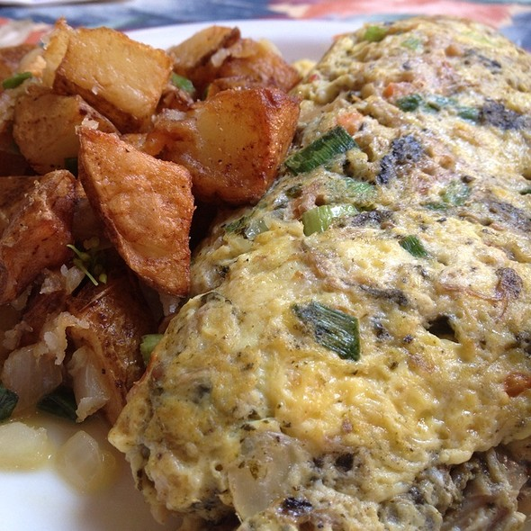Hawaiian Omelette @ Cinnamon's