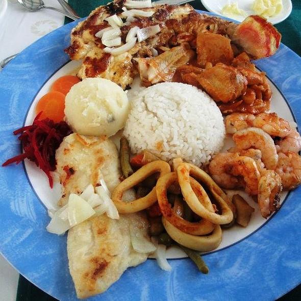 Combinado de Pescados y Mariscos @ Restaurante Cayo Granma
