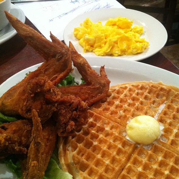 Fillmore Classic - 1 Waffle, 3 Fried Chicken Wing And 2 Eggs @ Gussie's Chicken & Waffle