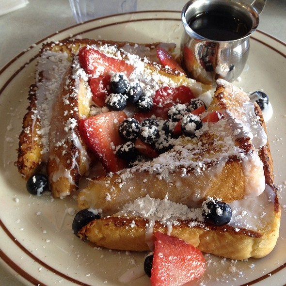 Baileys Irish Creme Fruit French Toast @ Golden Nugget