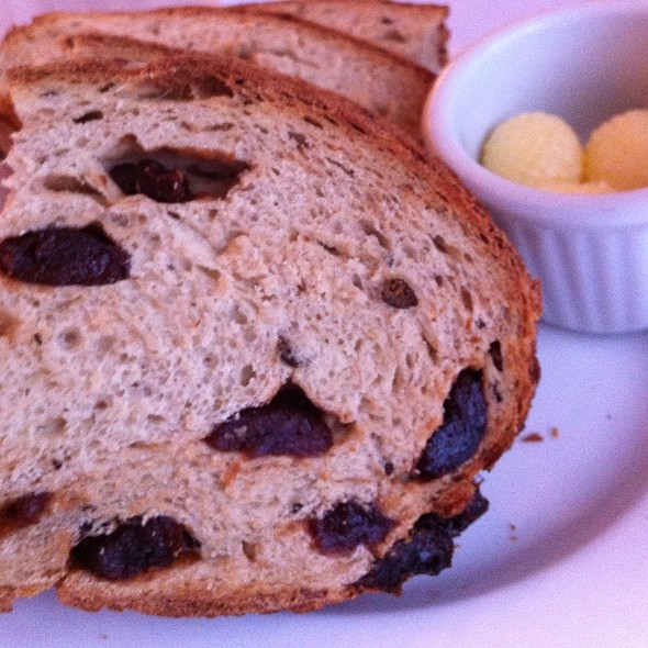raisin bread @ Kettle Valley Steakhouse