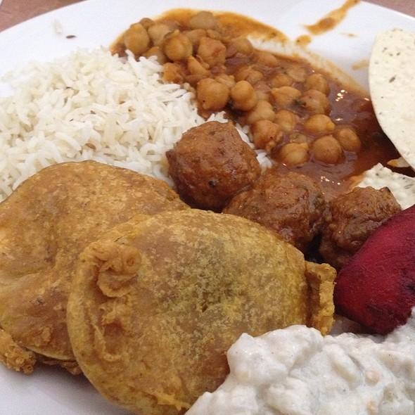 lunch buffet @ Metropolis Curry & Kabob