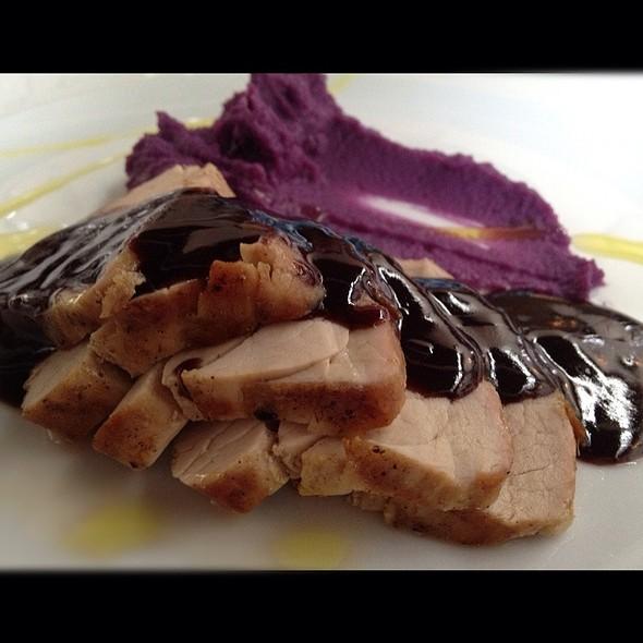 Lombo Suíno Em Baixa Temperatura Com Purê De Batata Roxa @ Chef Vivi