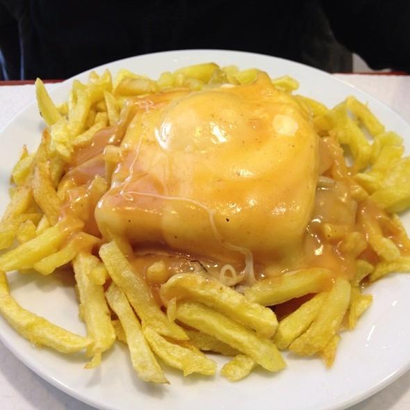 Francesinha @ Café Torres