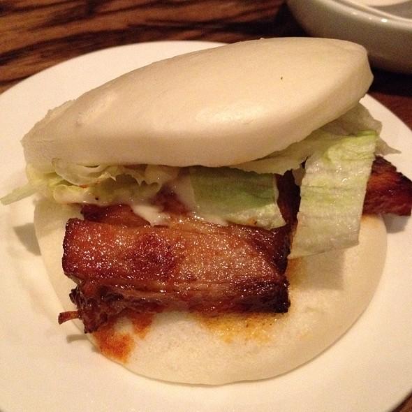 Braised pork belly buns
