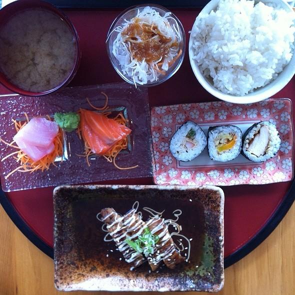 Express Sushi Lunch @ Karin