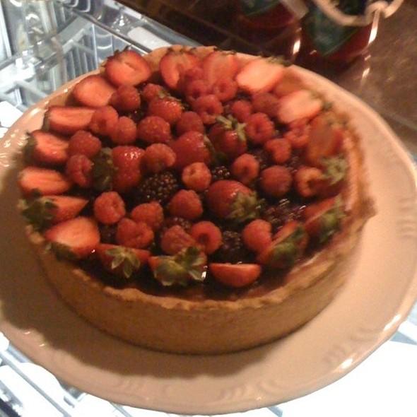 Cheesecake De Frutas Vermelhas E Chocolate Branco @ Josephina Café e Restaurante
