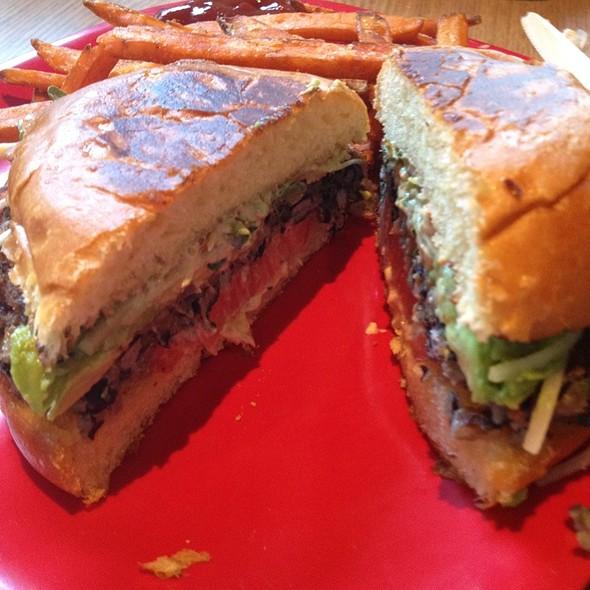 Veggie Burger @ Pine Twenty 2