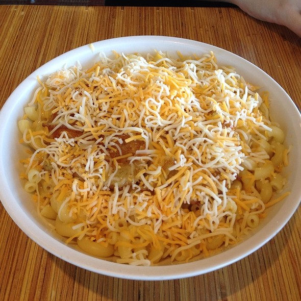 Mac and cheese with grilled chicken @ Noodles & Company