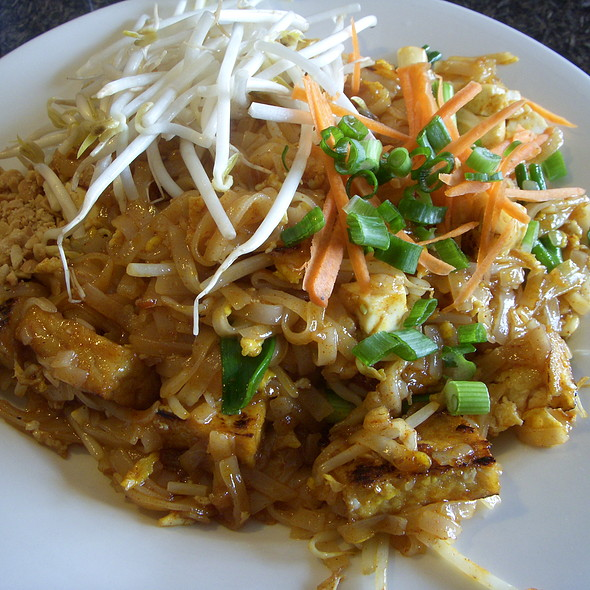 Pad Thai with Tofu @ Thai Kitchen Bowl