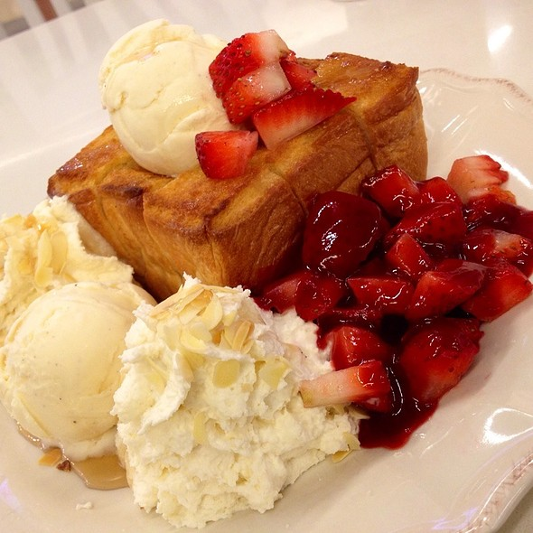 Honey Toast With Strawberry @ Cookies Crust Centralplaza Grand Rama9