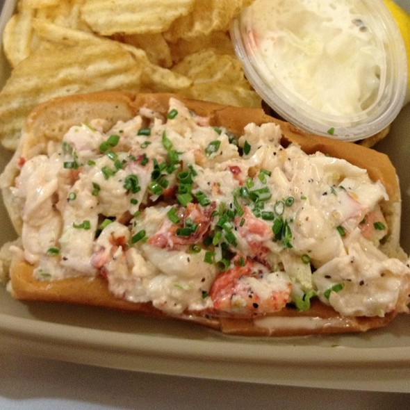 lobster roll @ lobster palace