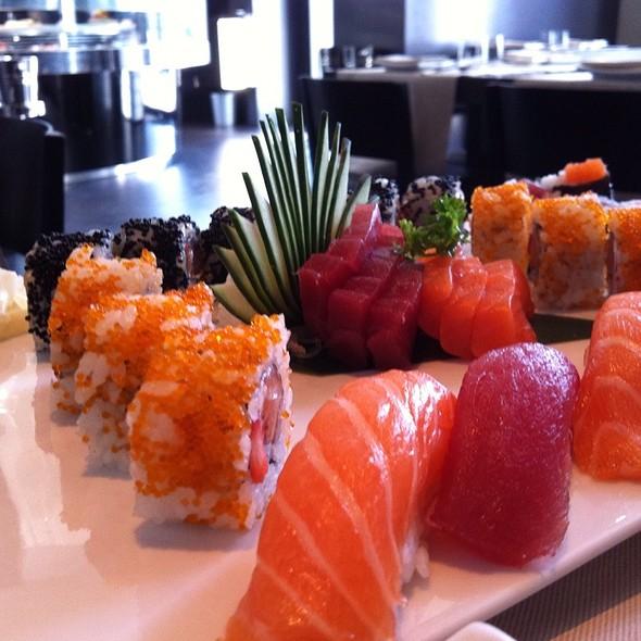Sushi Sashimi Mix @ Koko