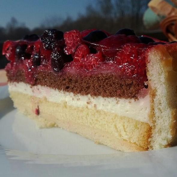 Torta s lesnym ovocim @ NajVacPalac - Summer Restaurant Bar