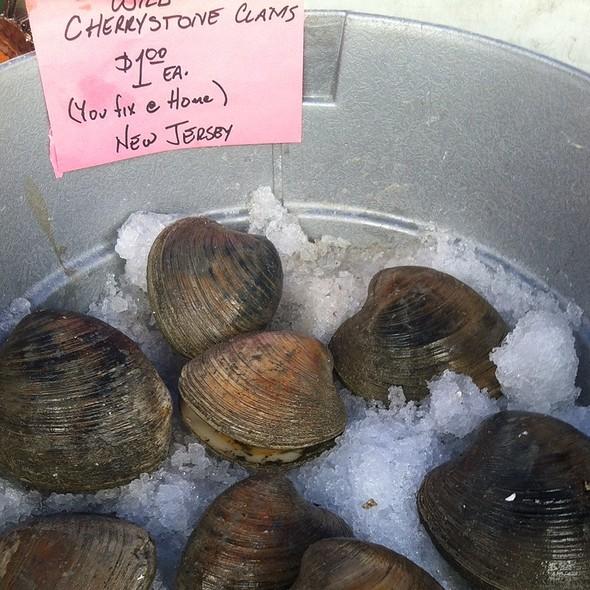Cherrystone Clams @ Little Italy Farmers Market