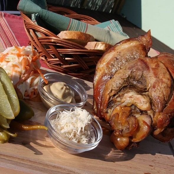 Grilované bavorské koleno @ NajVacPalac - Summer Restaurant Bar