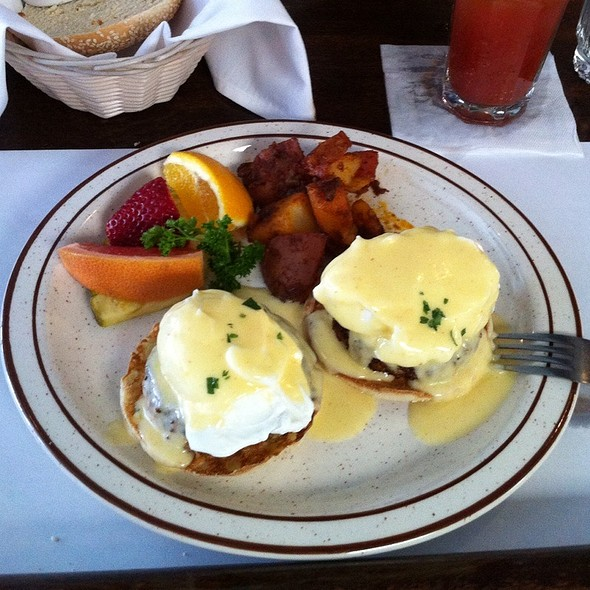 Crabcake Eggs Benedict @ Clement Street Bar & Grill