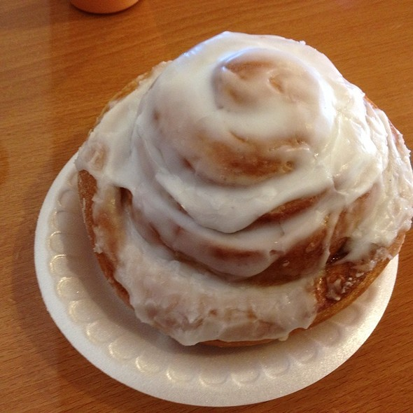 cinnamon roll @ Muffin Top Bakery