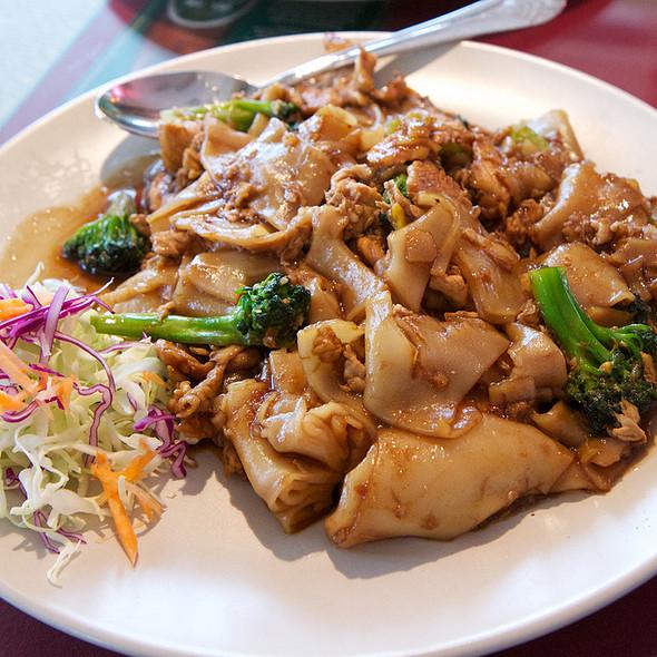 Pad See Ew With Chicken @ Khun Suda Thai Cuisine