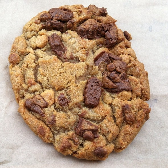 Peanut Butter Chocolate Chunk Cookie