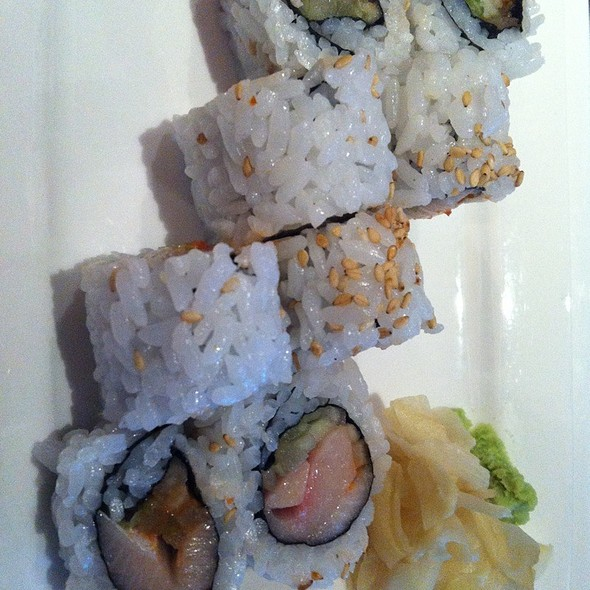 Spicy Yellowtail Roll @ Kona Grill
