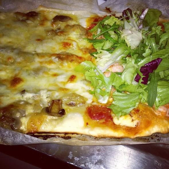 Pizza Gamberetti E Funghi @ Nicola's Cuisine