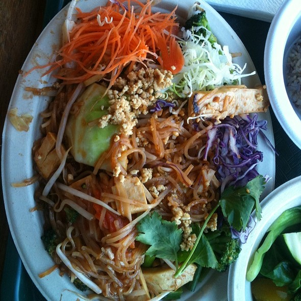 Pad Thai Tofu @ Vegan Thai
