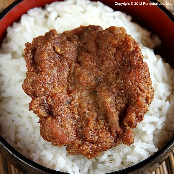 หมูสับทอด | Deep Fried Minced Pork @ food stalls @ entrance to soi ramkhamhaeng 36