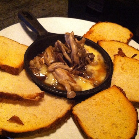 Skillet Brie With Marsala Wine, Mushrooms And Bread @ The Wine Dive