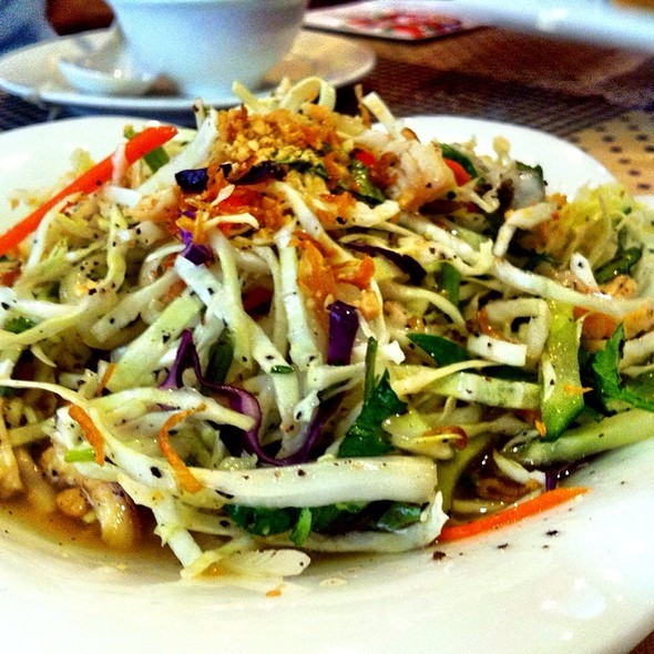 Vietnamese Goi Salad (Shredded Green Papaya, Cabbage, Cucumber, Mint Leaves & Steamed Chicken @ Huayuelou
