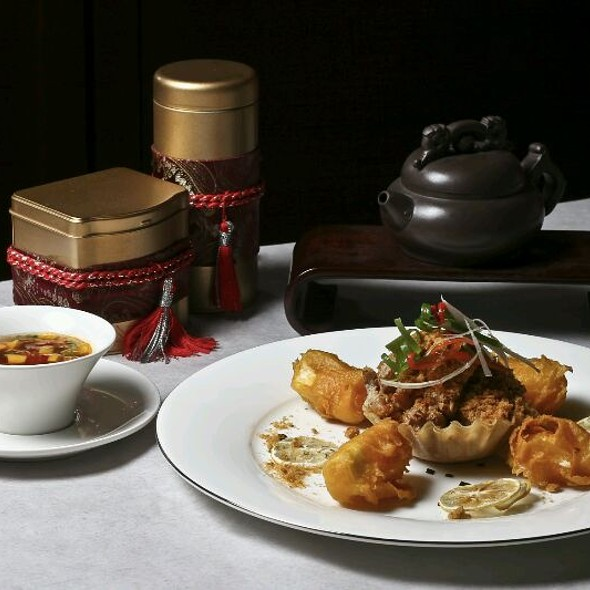 Soft Shell Crab Glazed With Salted Duck Egg Served With Milk Roll @ Mabuhay Palace