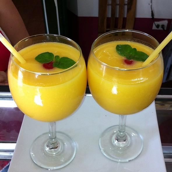 Durazno Juice @ La Dulce Esquina Pastelería