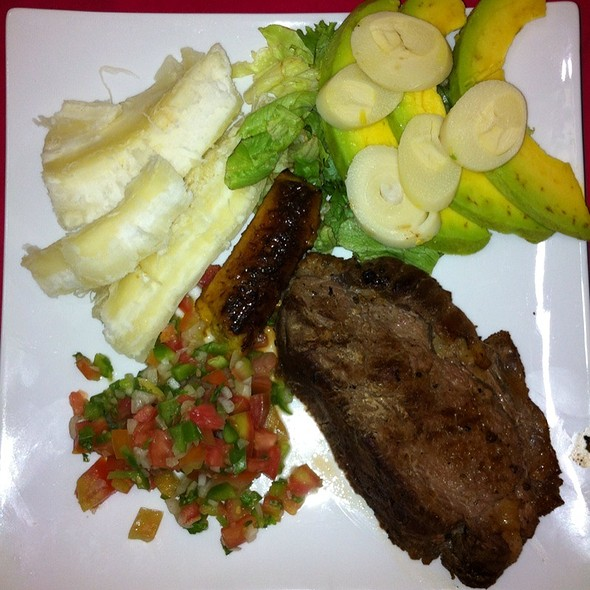 Solomo Con Vegetales @ La Dulce Esquina Pastelería