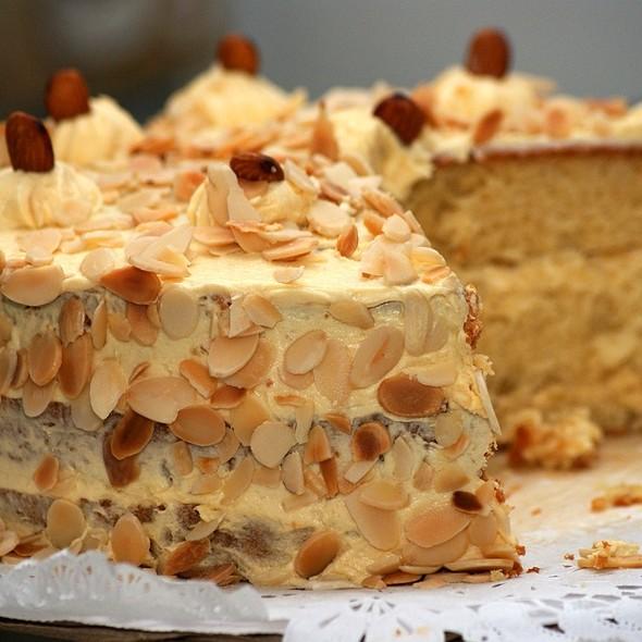 Torta de Almendras @ La Dulce Esquina Pastelería