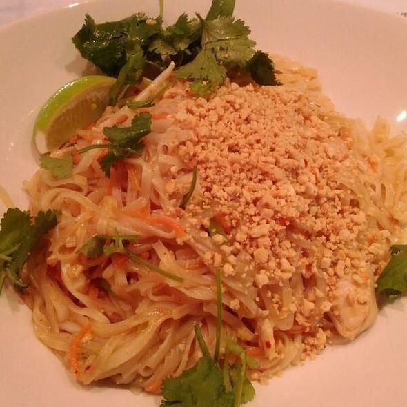 Chicke Phud Thai @ Salad King
