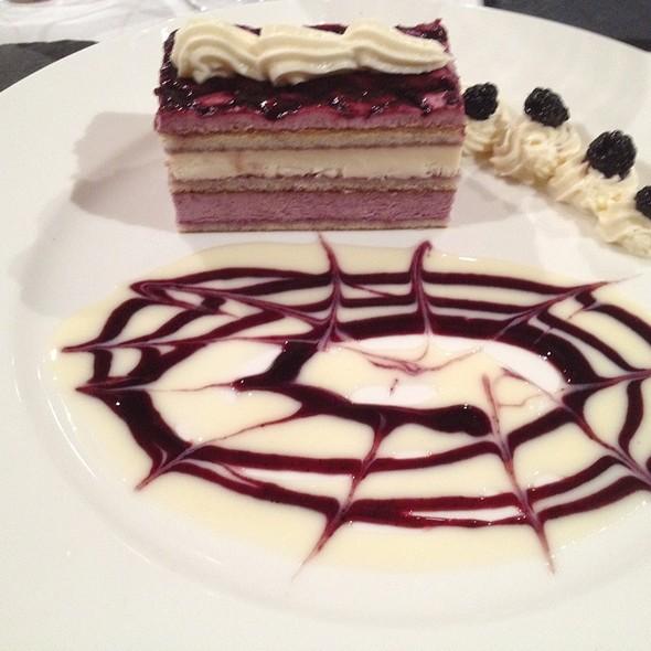 Wild Blackberrie & White Chocolate Cake @ El Rebost Del Padrí