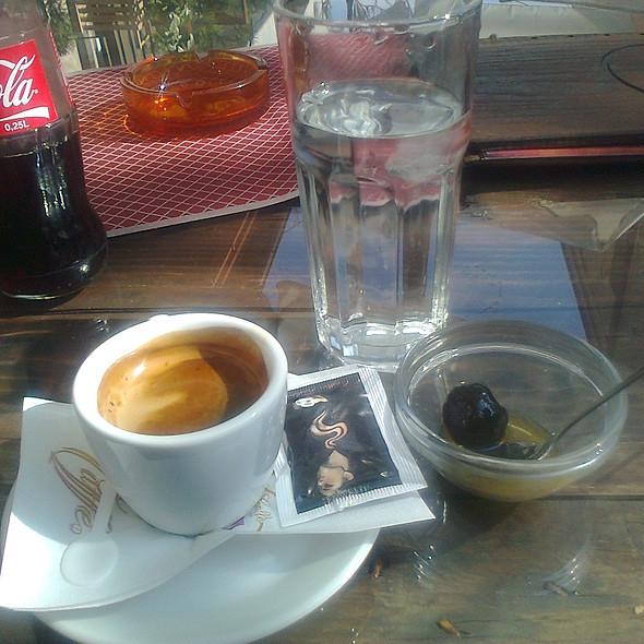 Еспресо и слатко од зелени смокви @ Гезме