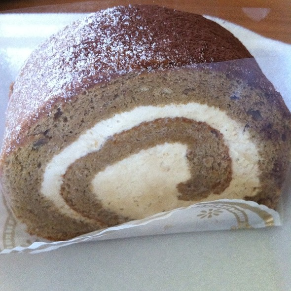 Coffee Roll Cake @ Patisserie La Palme D'Or