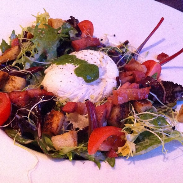 Salad With Poached Egg And Bacon