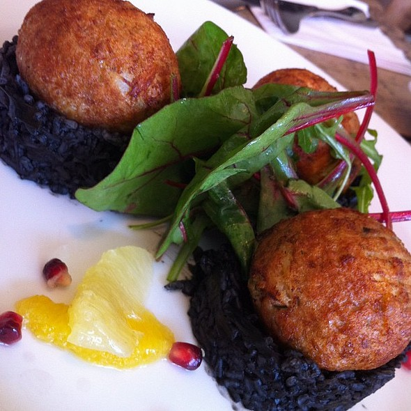 crab cakes with squid ink risotto @ Nia