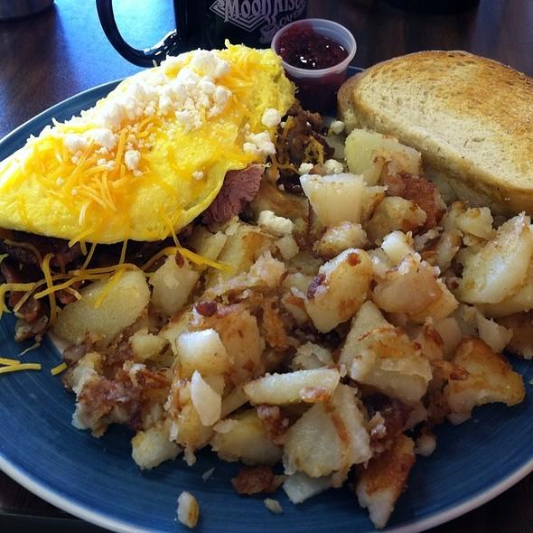 Meatlovers Omeletts @ Moonrise Cafe