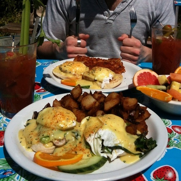 Cali Benedict @ Harbor Cafe